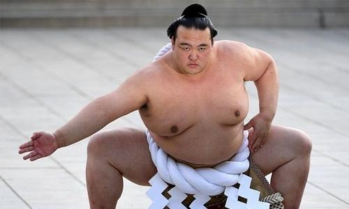Only Japanese-born sumo champ retires