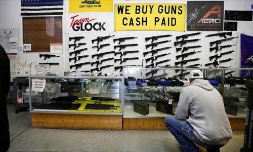 US judge overturns California assault weapons ban
