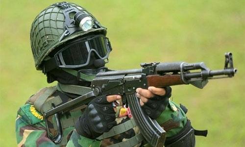 Blasts kill six as Bangladesh commandos storm Islamist hideout