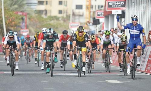 Viviani pips Van Poppel, takes lead