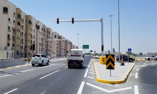 Ministry installs new traffic light on the North Sheikh Zayed Road