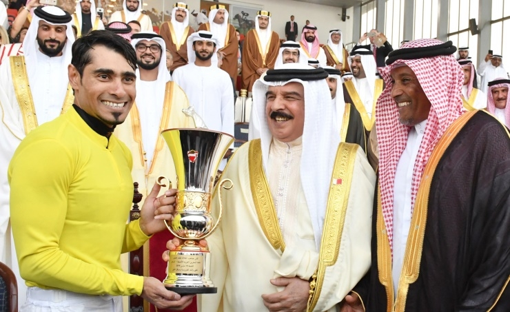 Equestrian strides lauded His Majesty attends leading horse race event