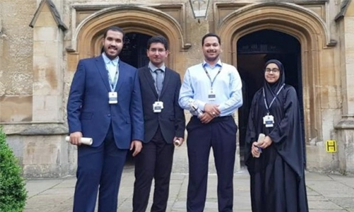 AGU gifted students complete medical research programme in Oxford Royale Academy