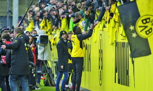 Bolt on target in Dortmund training