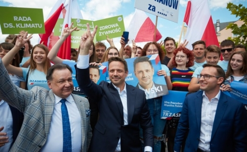 Poland presidential election in closely-contested