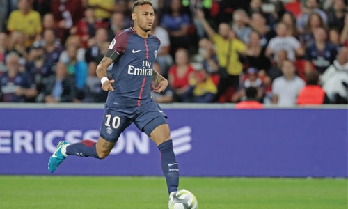 Neymar dazzles again in PSG romp