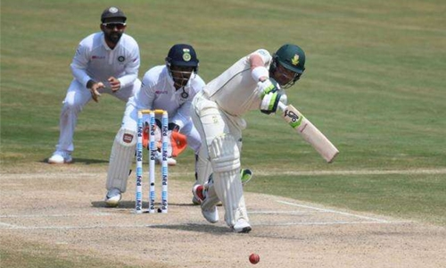 Elgar, de Kock lead South Africa fightback against India