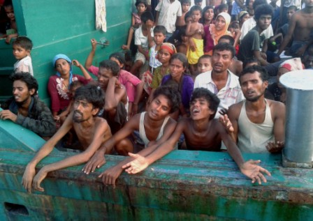 Malaysia, Indonesia to stop turning away migrant boats