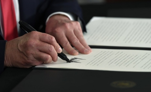 Trump order allows some unemployment pay, defers payroll tax