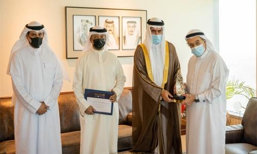Bahrain Covid-19 team receives Voluntary Work Award