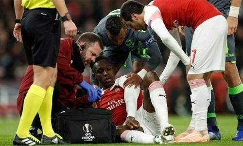 Arsenal's Welbeck suffers 'serious injury'