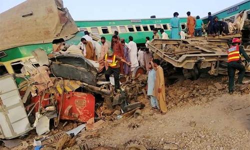 Pakistan train collision kills 11, injures 78