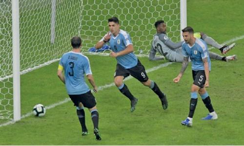 Uruguay crush 10-man Ecuador