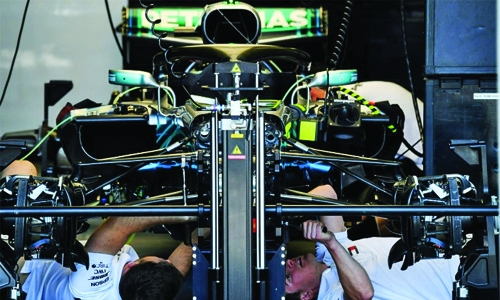 Wenger fan Hamilton sees his future with Mercedes
