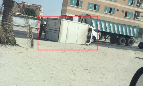 Truck turns turtle near Ma'ameer