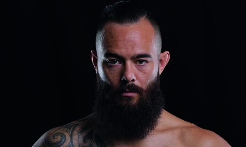 Engelen signs to appear at Brave 12