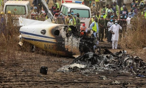 7 killed in Nigerian air force passenger plane crash outside Abuja airport