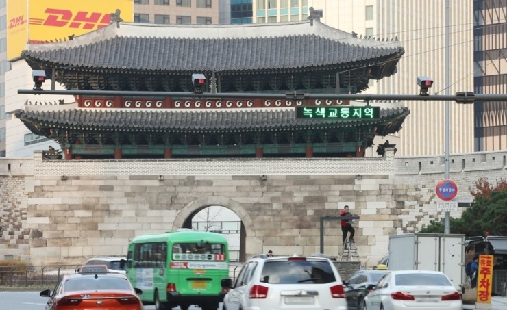 City to fine high-emission cars in Seoul starting December