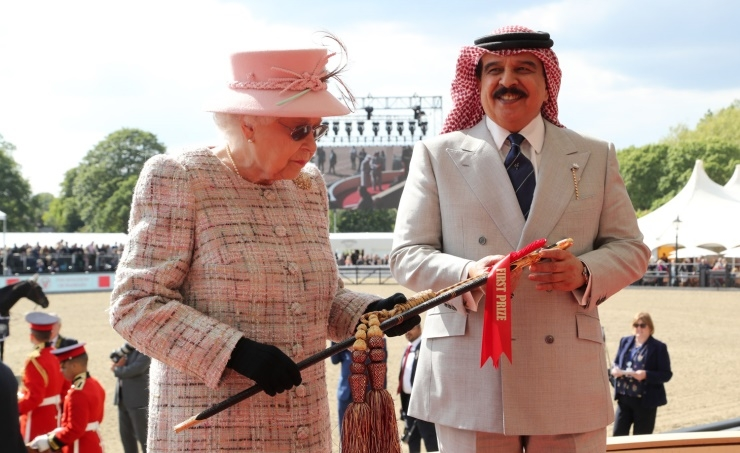 King Hamad, Queen Elizabeth honours showjumping champions