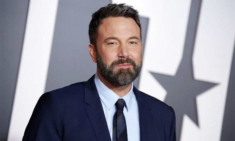 Affleck steps out for haircut between rehab