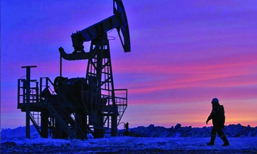 Oil prices fall as US output rise outweighs stock falls