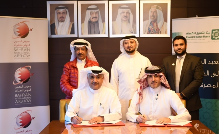 The Minister of Communications and Communications signs a sponsorship contract with the Kuwait Finance House for the Bahrain International Aviation Show 2020