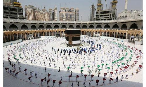 Pilgrims arrive in Mecca