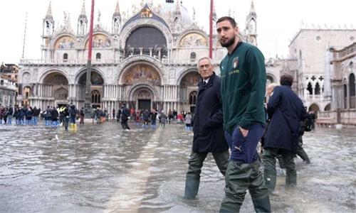 Devastated Venice braced for third major flood