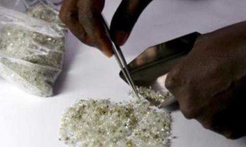 Zimbabwe furious over US diamond ban