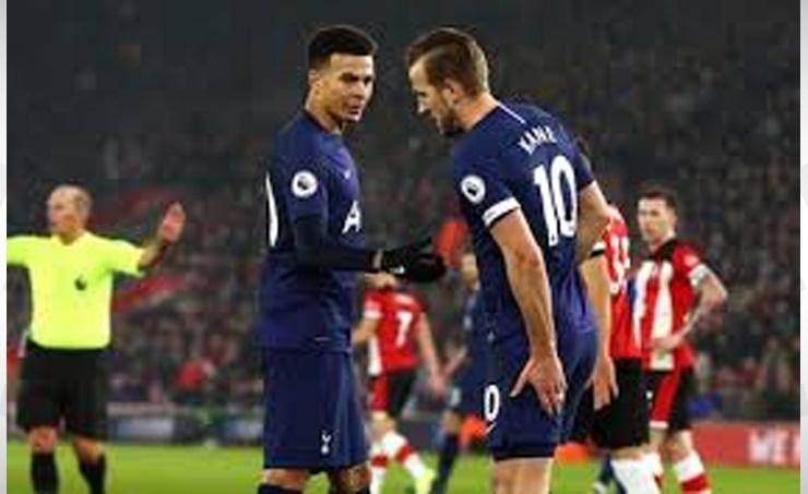 Tottenham say striker Kane has torn hamstring