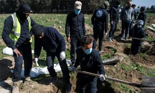 Largest IS mass grave yet found outside Syria's Raqa