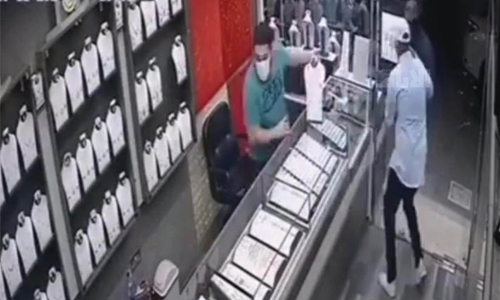 Riffa gold shop theft suspects arrested