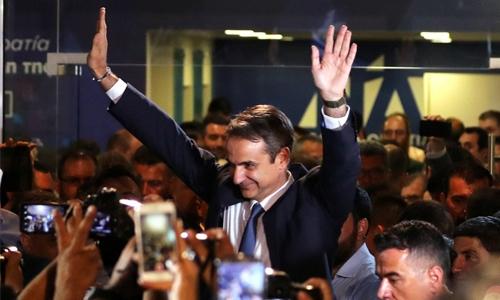 Greek PM promises tax cuts