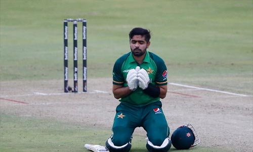 Babar century helps Pakistan beat South Africa off last ball