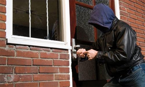 Bahrain police arrest man for burglarising florist in Hidd